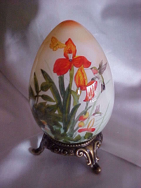 "Ne'Qwa Art Glass Reverse Painting Necta"" Hummingbirds Egg w/stand"