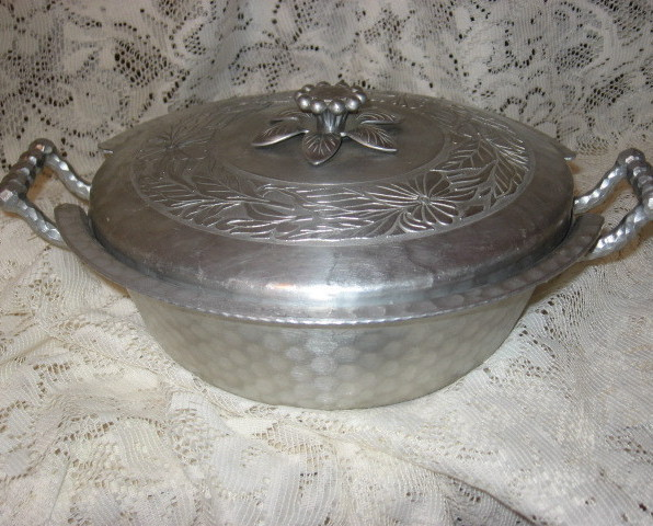 Everlast Hammered Aluminum 2 pc Casserole-1950's