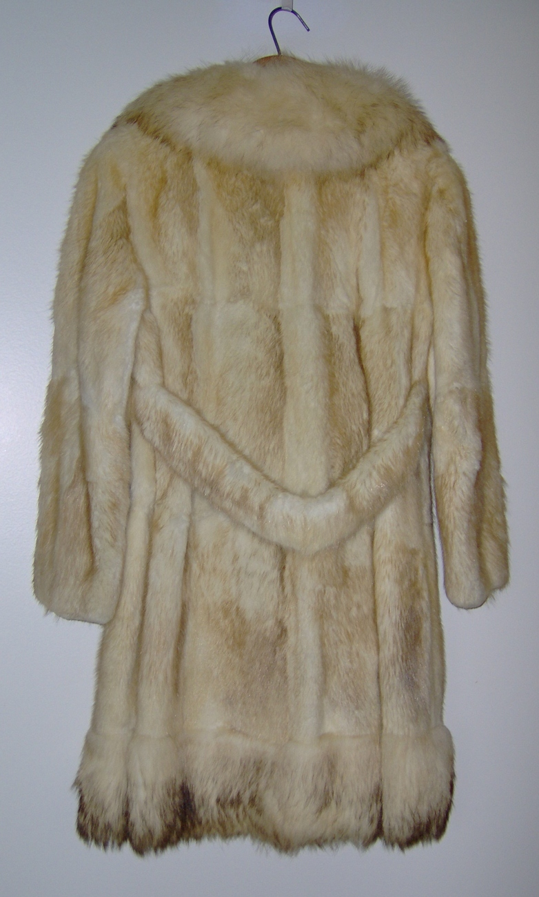 Vintage Ladies Coyote Fur Coat Steen Wright Furriers
