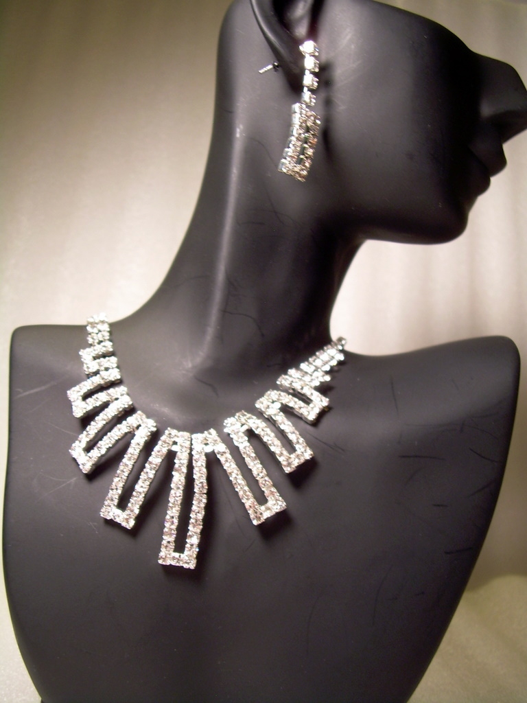 GENUINE AUSTRIAN CRYSTAL JEWELRY SET Necklace   Earrings    Great for Bridal