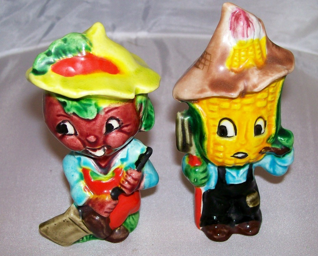 Farmer Vegetable Salt & Pepper Shaker Set vintage made in Japan
