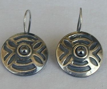 round oxygenized earrings
