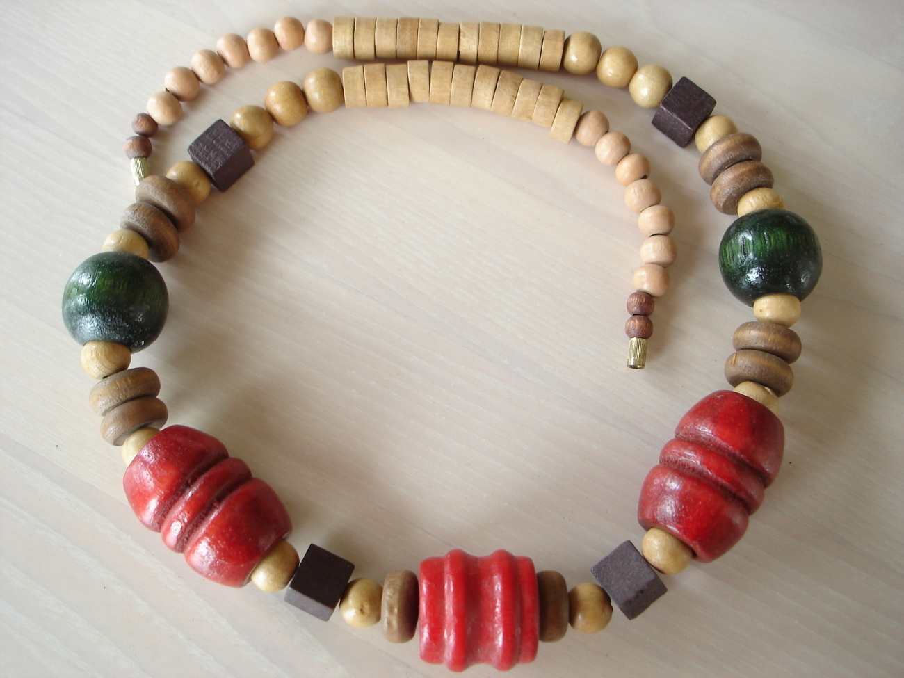 Vintage Chunky Turned Wood Bead Necklace Necklaces & Pendants. Full resolution‎  pic, nominally Width 1300 Height 975 pixels, pic with #A2292B.