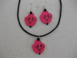 Happy_face_pink_wood_pendant_set_thumb200