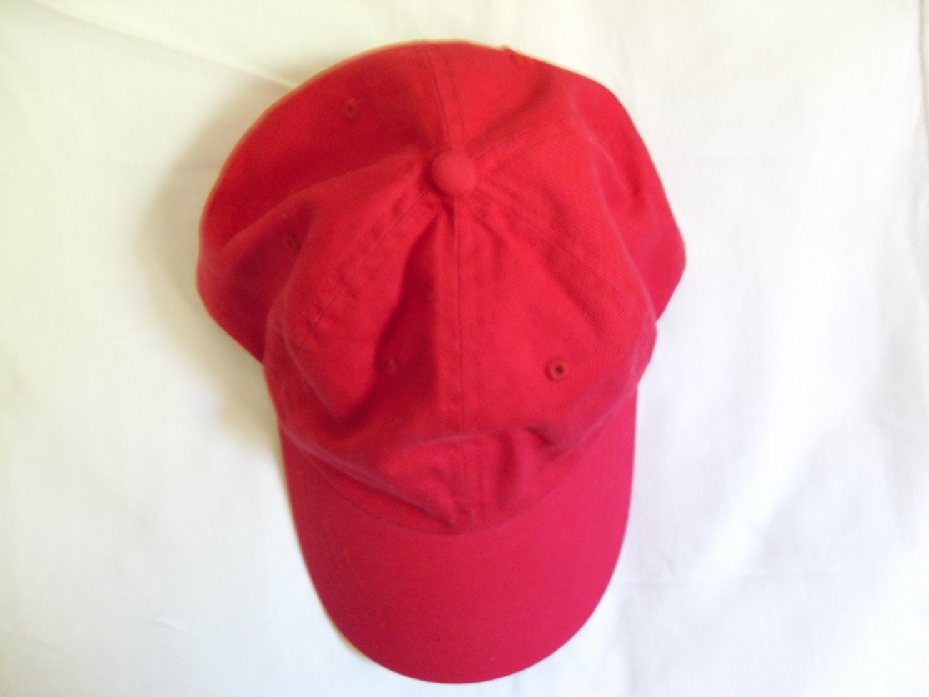 Red_baseball_cap_alt_2