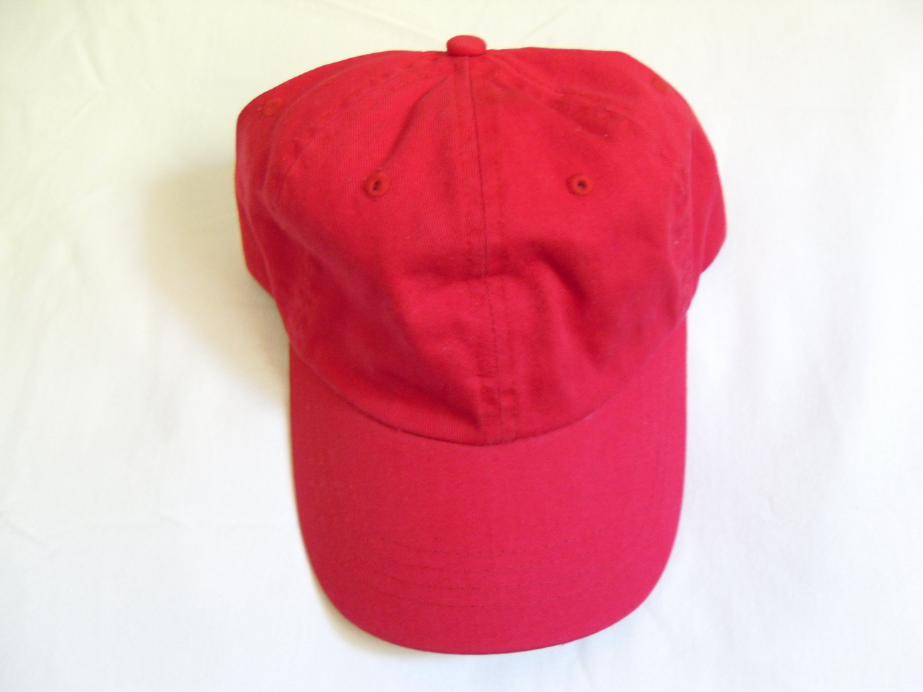 Red_baseball_cap_alt