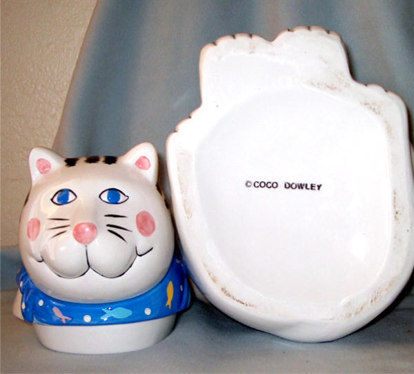 Coco_cat_cookie_jar_bottom