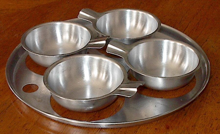 Egg poacher 4 cup 5 piece set kitchen cookware insert for Decor 4 egg poacher