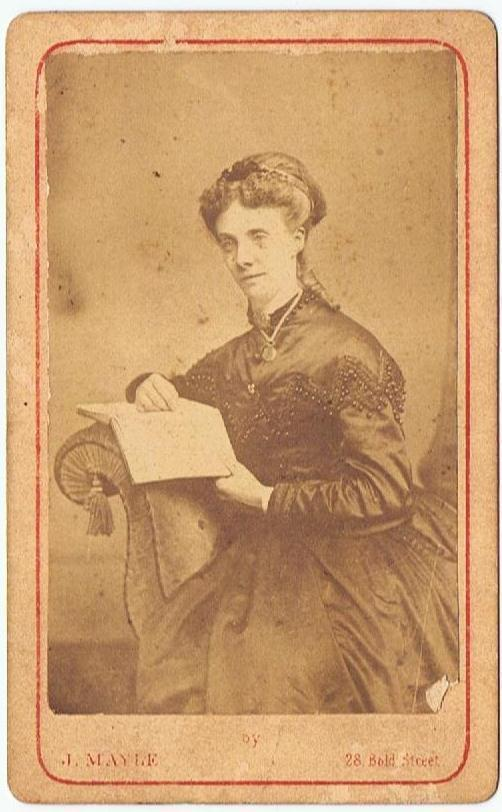 Victorian_cabinet_card_photograph_vintage_woman_reading_book