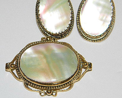 Stunning Mid-Twentieth Century Whiting & Davis Brooch/Earrings MOP