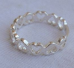 Open_hearts_silver_ring-4