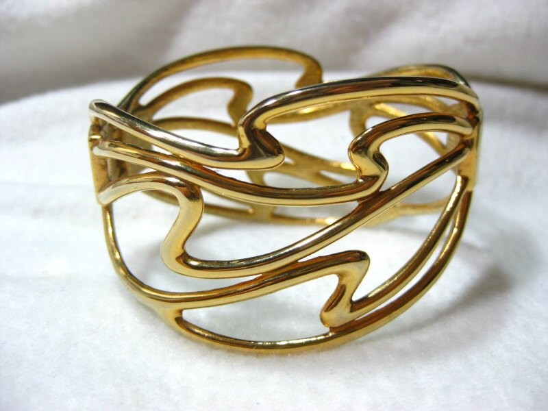 Beautiful  Abstract Design Clamper Bracelet