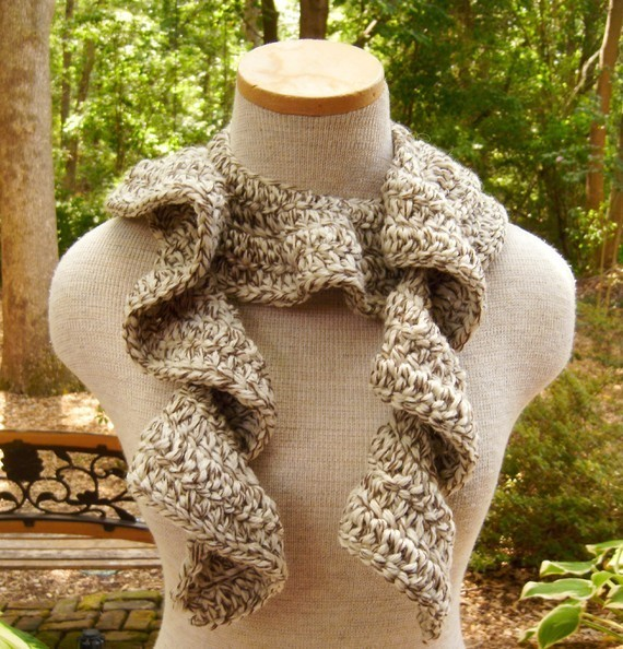 Cascade_of_ruffles_scarf_in_fisherman_oak_tweed_02