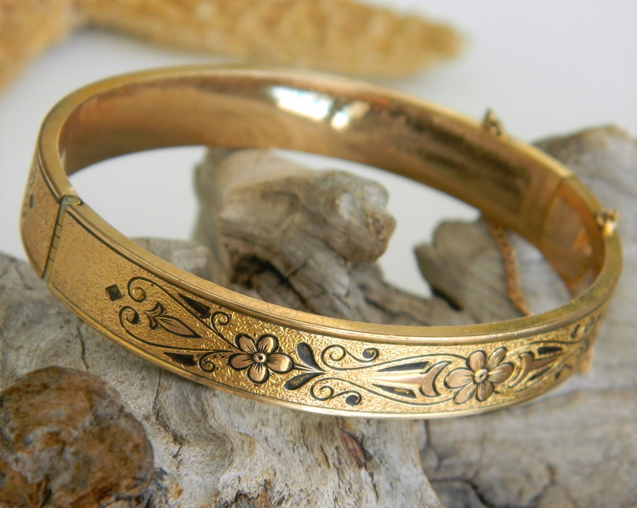 Vintage_10k_gold_filled_hinged_bangle_bracelet_etched_enamel