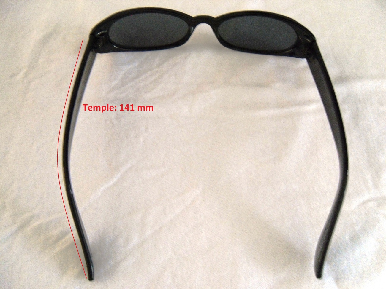Black_sunglasses_top_view