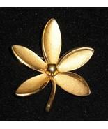 Vintage Trifari Gold Tone Flower Brooch Nice Size - $9.80