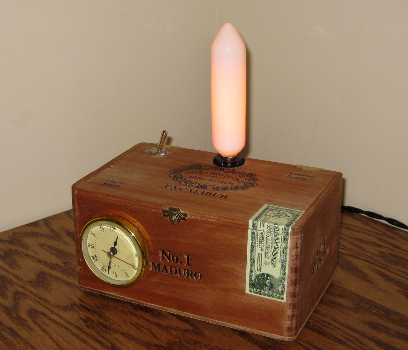 Cigar Box Desk Lamp w/ Clock: Hoyo de Monterrey - Excalibur Maduro No. 1