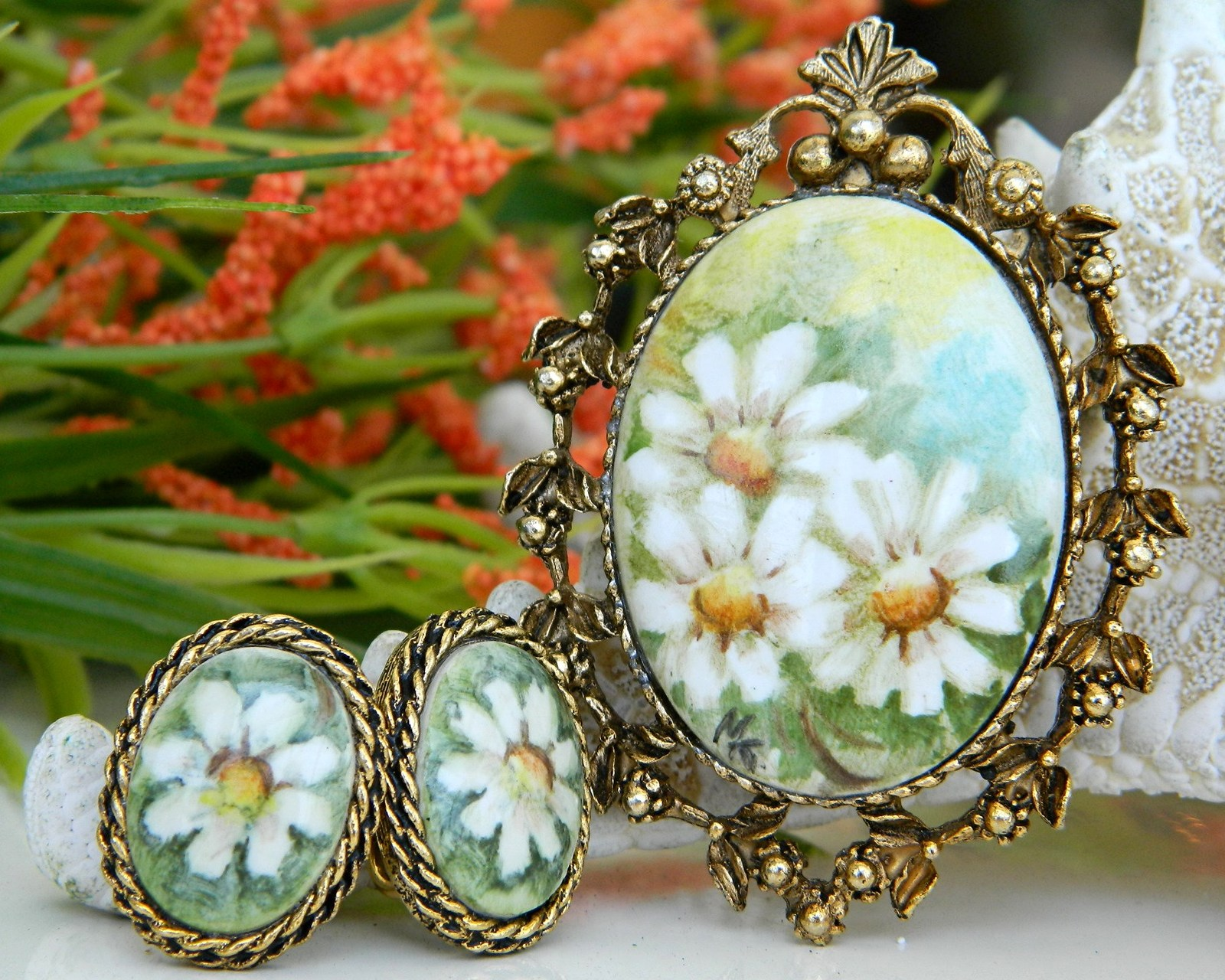 Vintage Hand Painted Porcelain Brooch Pendant Earrings Daisy