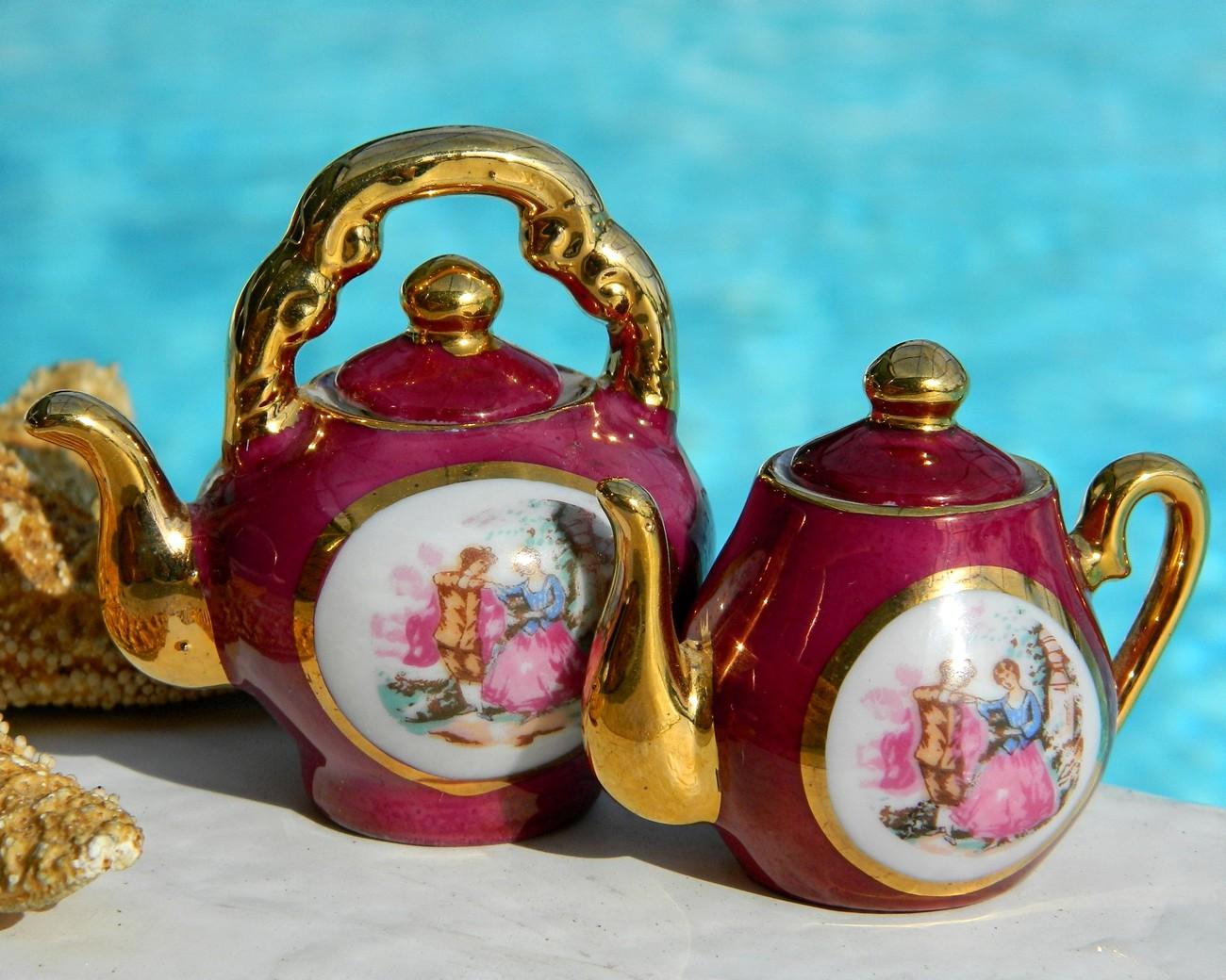 Vintage Porcelain Miniature Teapots Courting Couple Japan Jpg