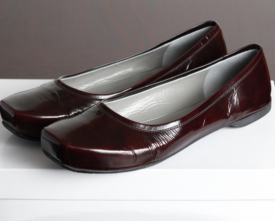 Reduced! NIB Costume National burgundy leather flats 40