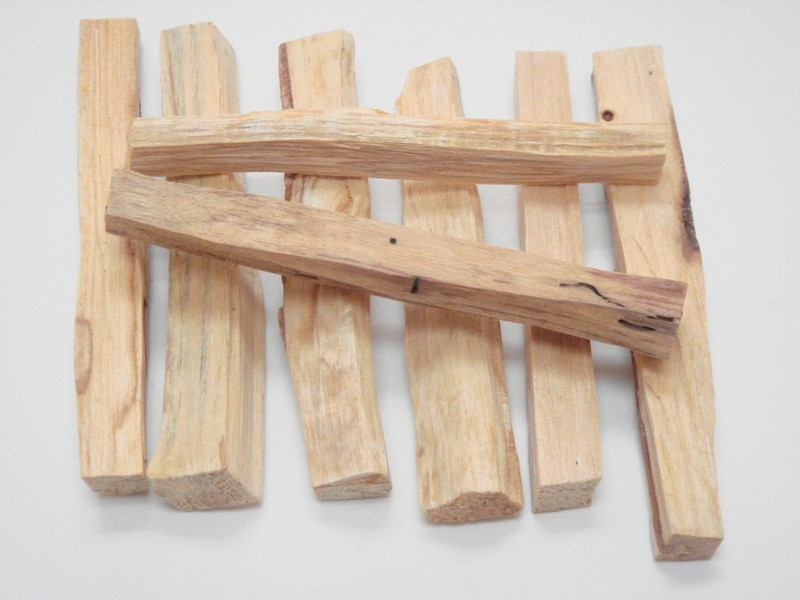 PALO SANTO HOLY WOOD INCENSE STICKS 8 PCS T-724