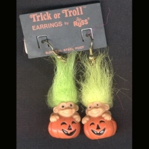 Troll_20doll_20pumpkin_20earrings-green