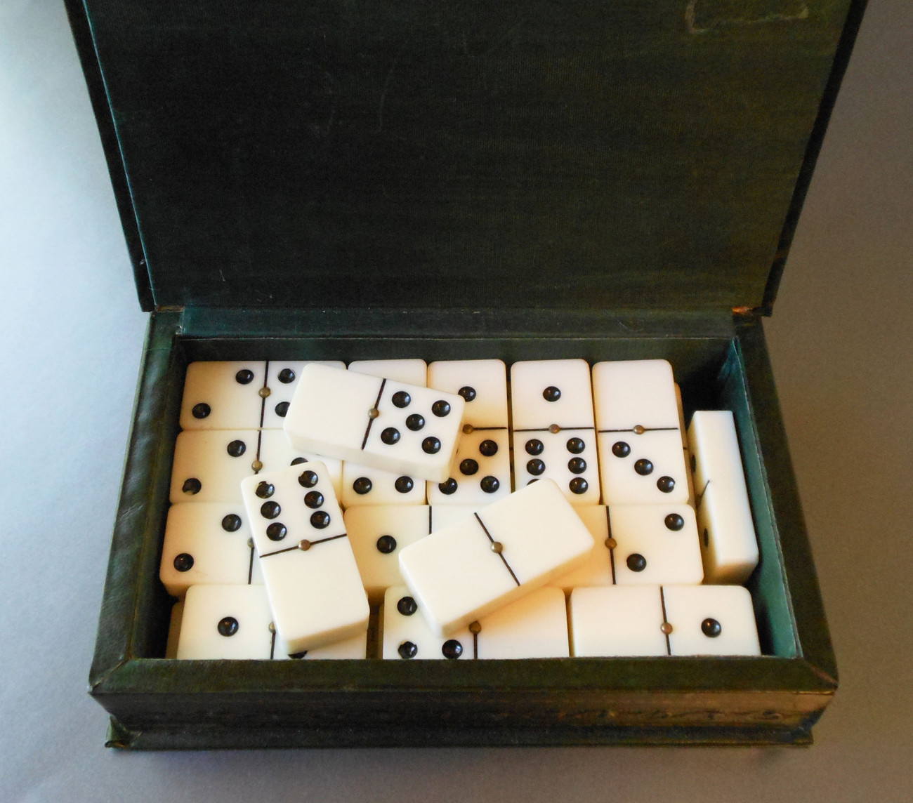 SET OF DOUBLE-SIX DOMINOES WITH METAL SPINNERS & DECORATIVE BOX - BAKELITE?