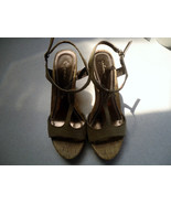 Union Bay  Woman's designer Sandal Size 6.5 med... - $8.99