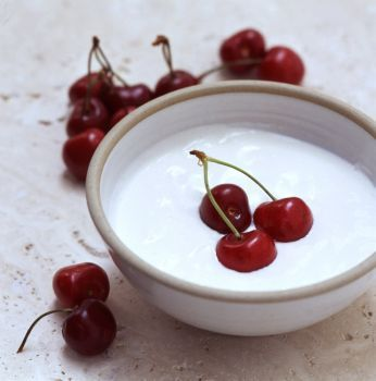Yogurt_with_cherries