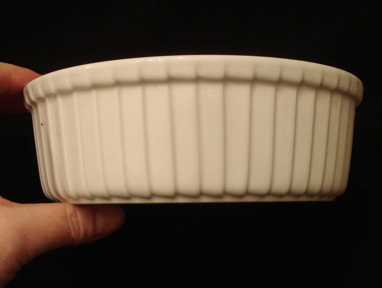 Ceramic Stoneware Baking : Unmarked round glazed white ceramic stoneware casserole