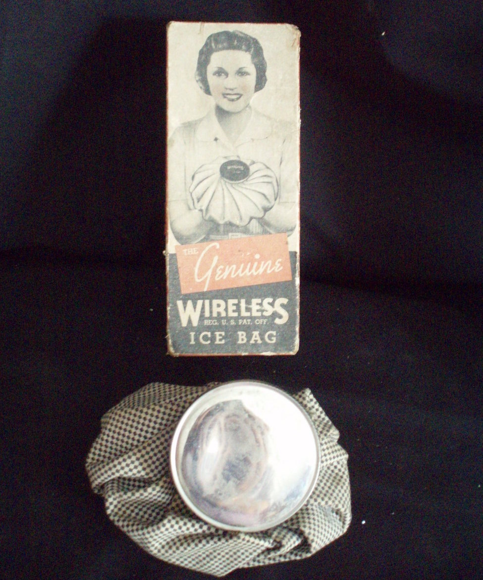 vintage Genuine Wireless ice bag with box 1944 checkered