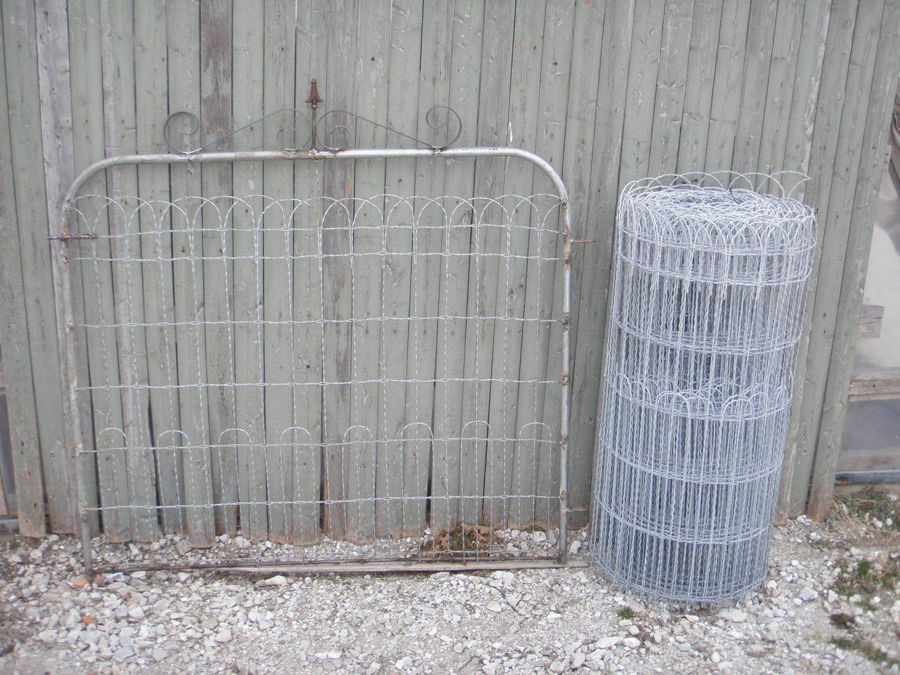 Wire fence for yard fencing