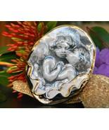 Angels Cherubs Children Kissing Brooch Pin Scul... - $34.95