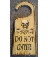 Halloween Wood Skull and Crossbones Do Not Ente... - $3.99