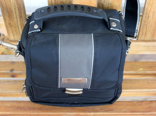 Black Camera Shoulder Bag Tote Kenneth Cole Reaction