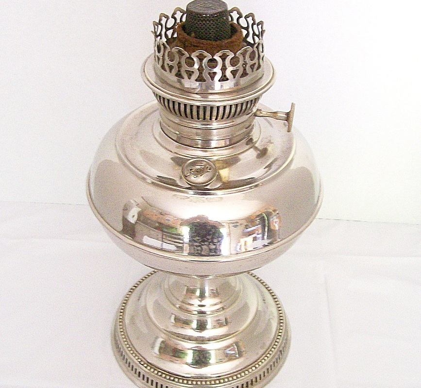 1905 Rayo Oil Lamp with Kerosene Burner and Flame Spreader Nickel Base