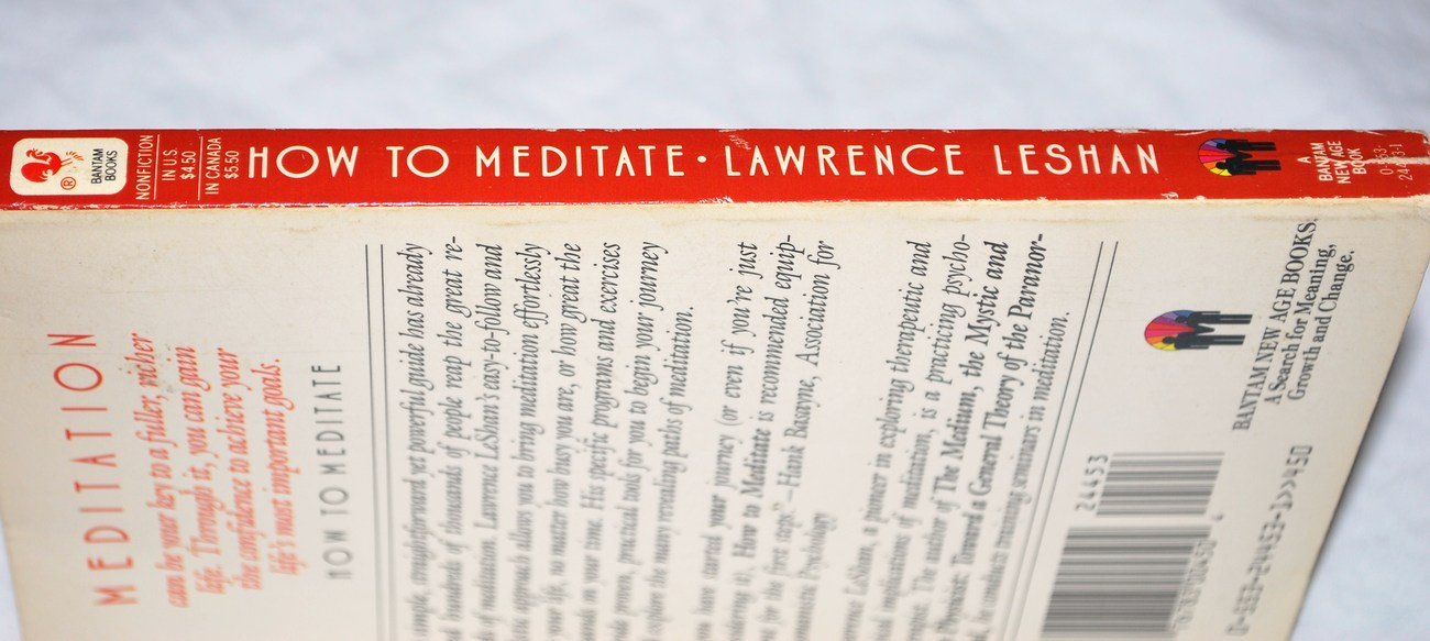 How_to_meditate_paperback_book_side