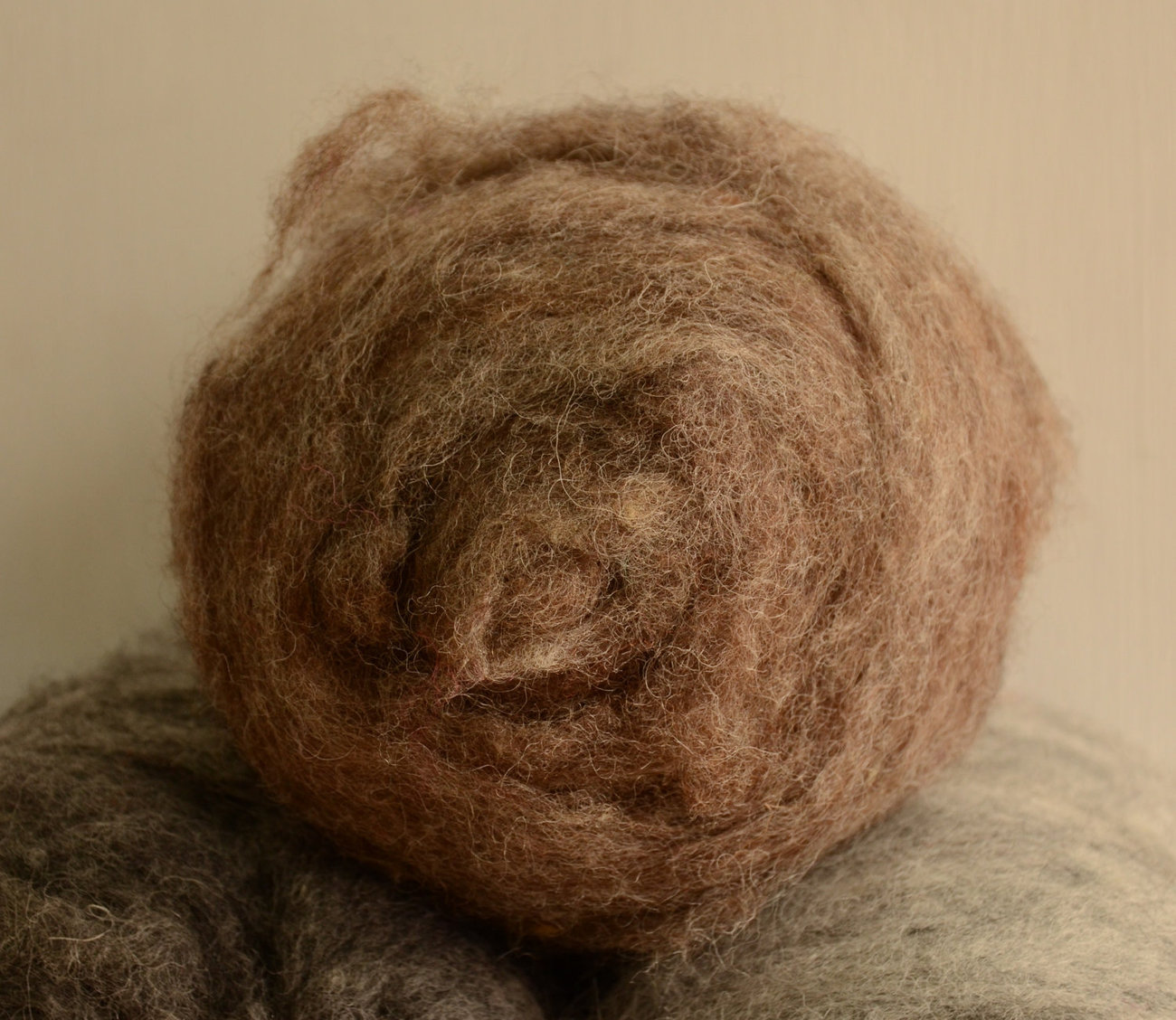 1oz Sheep Wool Short Fabric Batt Rovings- Brown