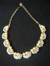 Vintage Lisner Faux Pearl and Gold Tone Necklac... - $14.01