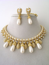 Pearls_-__55.00___122685__cream_teardrop_pearl_set__crystals__rhinestones__15l__clip-on_earrings_thumb200