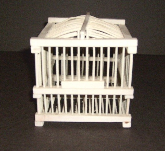 Small_white_decorative_bird_cage_front