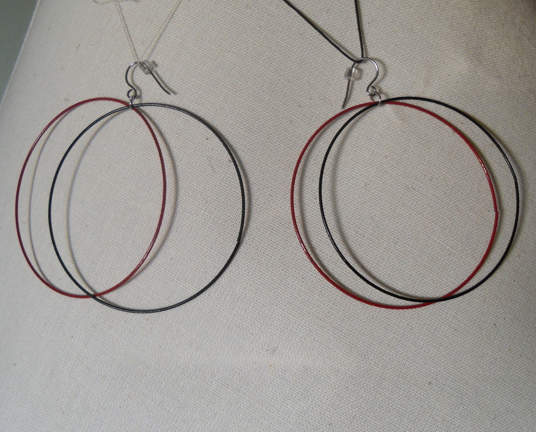 Red_black_hoop_earrings_hang_alt_view