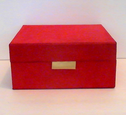 Estee_lauder_cosmetic_and_jewelry_dresser_box_red_velour_gold_008