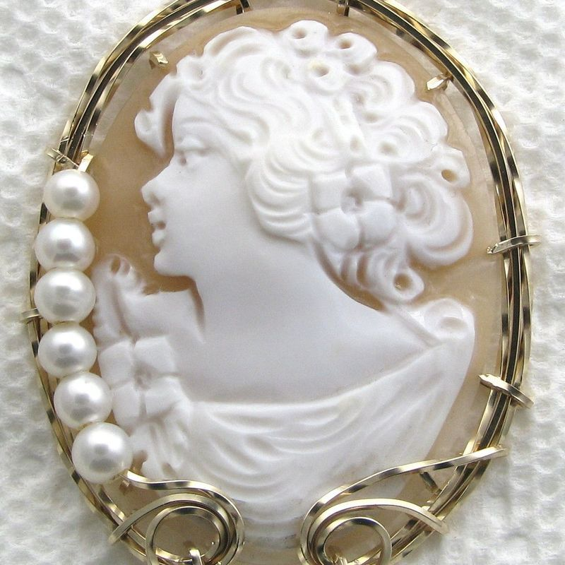 Enormous Italian Hand Carved Shell Cameo Pendant 14K Rolled Gold Pearls