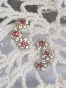 Vtg Pink Crystal Rhinestone 3 Flower Dainty Elegant Goldtone Screwback Earrings