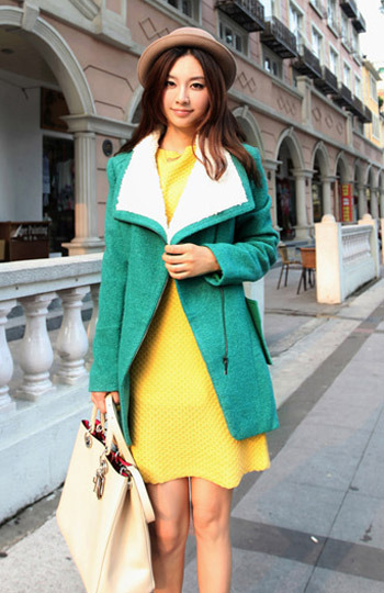 Warm short coat with faux sheep hair collar green