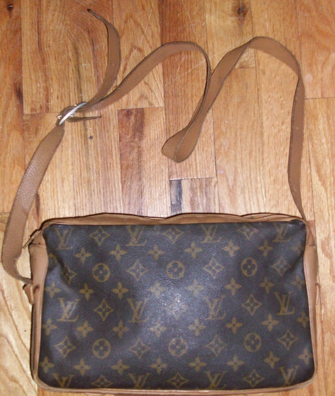 Very Vintage LOUIS VUITTON Trocadero Style Purse Handbag LV