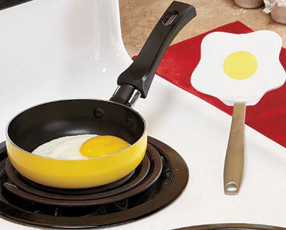 Image 0 of Mini Pan with Eggcellent Spatula