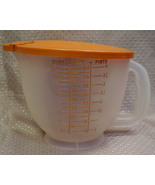 Tupperware 8 cup / 2 litres measure with lid - pouring lip