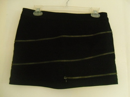 Black_zipper_skirt_front_thumb200